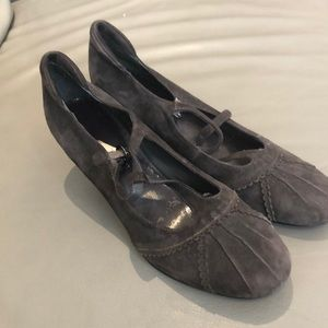 Town Shoes grey suede Mary Jane low heels in EUC